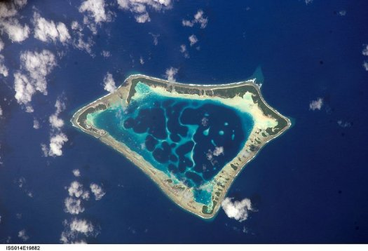 L'atollo di Atafu, appartenente a Tokelau visto dallo spazio (Johnson Space Center della NASA)