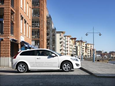 Il nuovo sistema di ricarica da 22kw di cui è equipaggiata la Volvo C30 è il primo caricatore trifase al mondo ad essere montato su un'auto